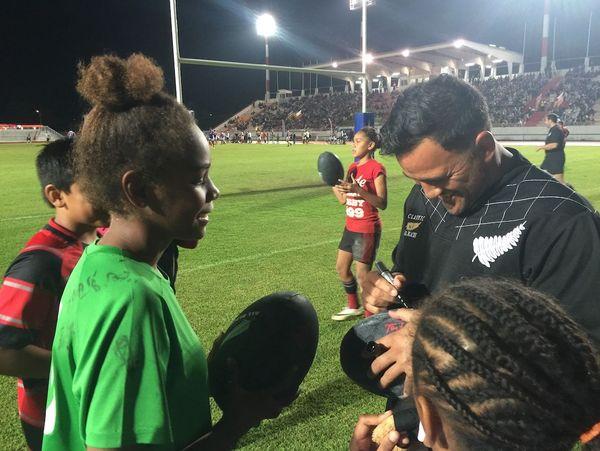 Rencontre entre les anciens All Blacks et de jeunes rugbymen, 28 août 2018