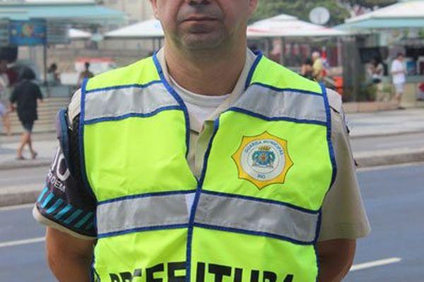 Edmar, le policier municipal qui s'exprime dans le reportage