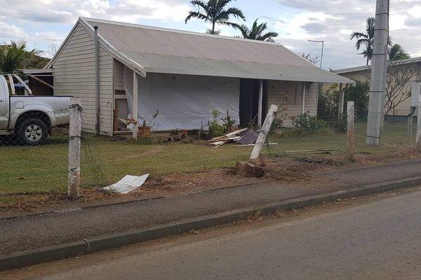 Accident Poya pick up maison