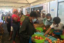 Une grande foire aux produits locaux pour le plus grand plaisir des producteurs et des consommateurs.