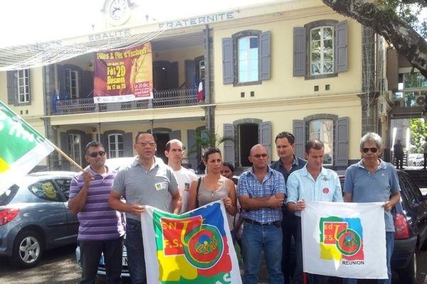 Rassemblement du SDU-CLIAS FSU devant la mairie de Saint-André