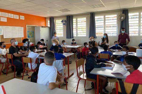 La rectrice de La Réunion s'est rendue au collège Montgaillard dans le cadre de la journée de la laïcité.