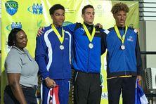 À droite Brice René Corail 3e du 100 mètres nage libre.