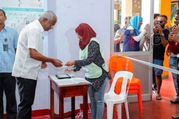 Solih, le futur président, vote le 23 septembre 2018