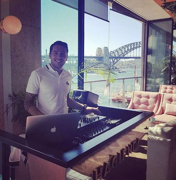 Damien est DJ amateur depuis de nombreuses années
