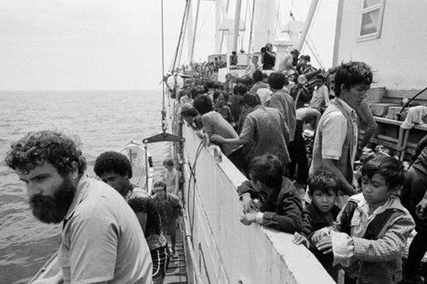 Île de lumière : l'équipage et les réfugiés