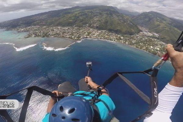 Libre comme l'air en parapente - Tahiti vue du ciel