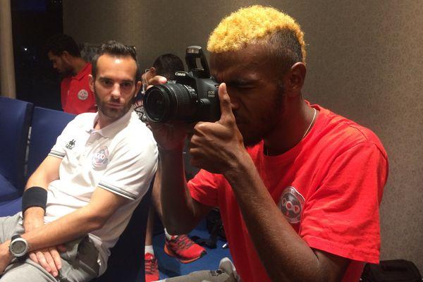 Bernard Iwa, latéral gauche et ... photographe de la sélection !