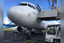 Gros avions sur la piste de l'aéroport du Lamentin.