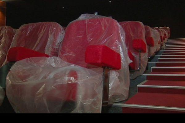 fauteuils rouges emballés cinéma Baco Koné août 2017