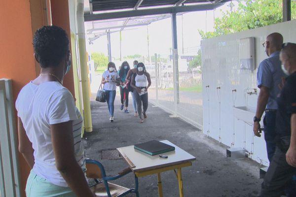 Entrée au lycée de Port Louis