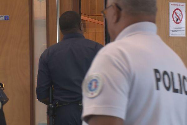 Police au palais