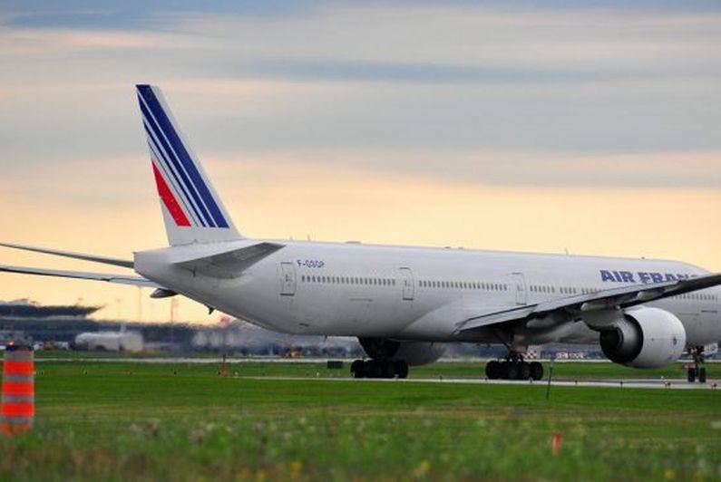 Les passagers du vol AF852 en route pour la Guyane