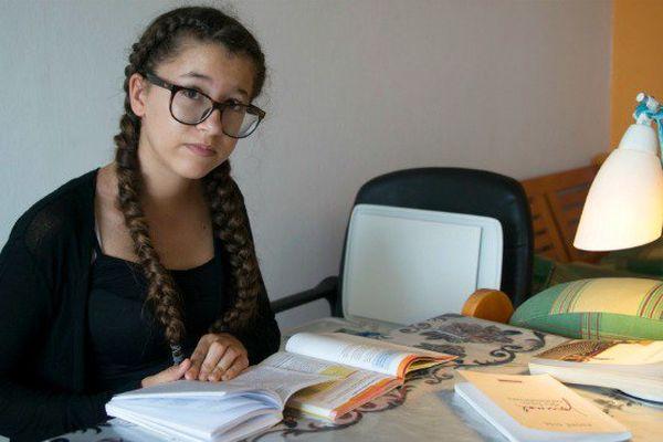 Plus jeune candidate de France au bac 2017, la Guadeloupéenne Elsa Verhoye, 13 ans, vient de décrocher son diplôme au rattrapage