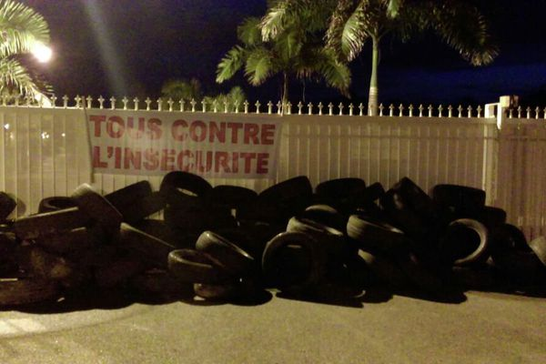 Les pneus devant la CTG