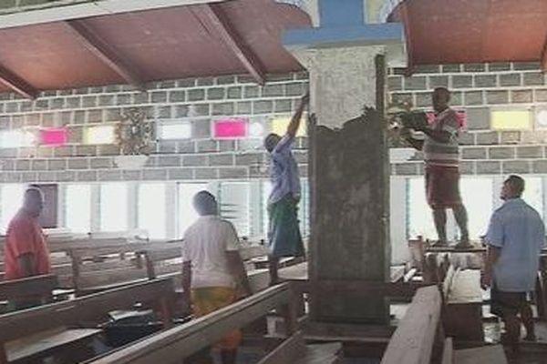 Les agents de la circonscription apportent leur aide aux villageois de Poi