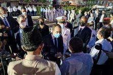 Sébastien Lecornu salue les autorités religieuses entouré des élus locaux