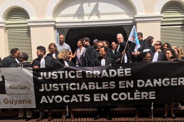 Les avocats mobilisés le 15 janvier devant le Tribunal de Cayenne