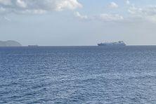Bateaux de commerce dans la baie de Fort-de-France.