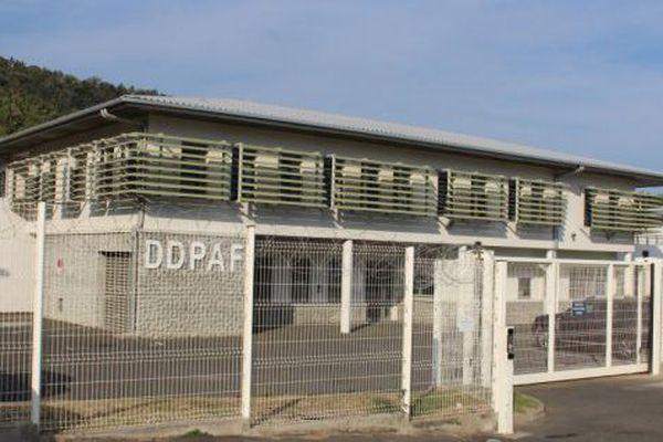 ©EMMANUEL TUSEVO. Le Centre de Rétention Administrative (CRA) à Pamandzi