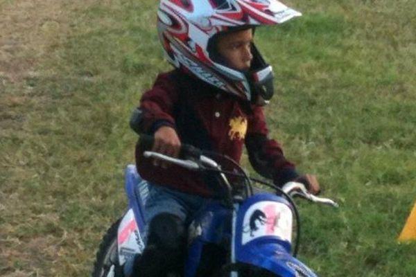 A 3 ans et demi Giani découvre la moto sur une Piwi 50