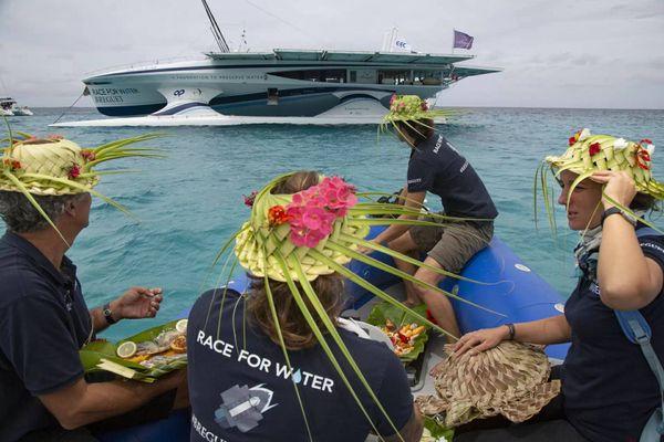 Catamaran solaire à Lifou : accueil coutumier
