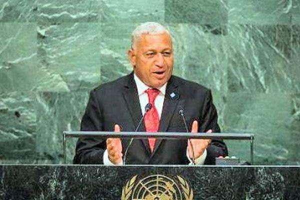 Franck Bainimarama n'ira pas à Paris pour y faire de la figuration, dit-il, « avec un sourire docile d'Océanien ».