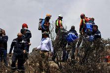 Crash d'ULM au Maïdo: une opération délicate pour récupérer l'appareil et les deux victimes.