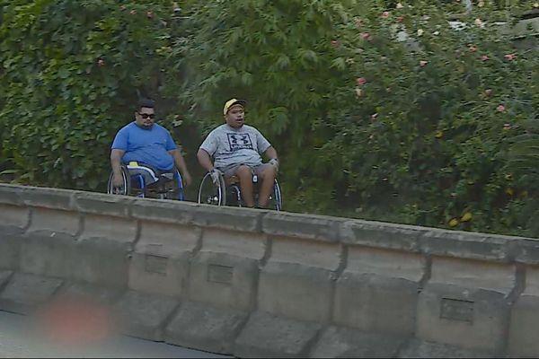Personnes en fauteuils roulants