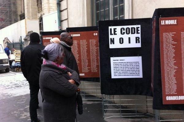 Sur les panneaux, sont également rappelés les articles du Code Noir