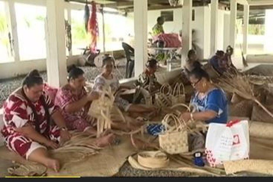 Les femmes de Leava à Futuna se lancent dans la confection des paniers locaux - Wallis-et-Futuna la 1ère