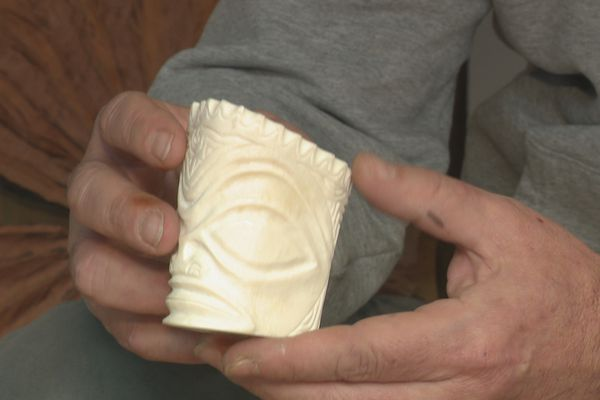 Ben Teupootahiti sculpte la Polynésie dans le Jura