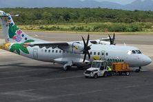ATR d'Air Antilles Express sur la piste de l'aéroport Princess Juliana à St Martin