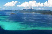 Le lagon de Mayotte, ici en 2019, est en photo sur le recto de la carte postale envoyée en 1987.