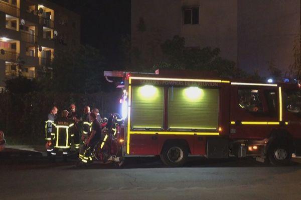 Un incendie a ravagé un appartement, jeudi 8 avril dans la soirée, au Chaudron, à Saint-Denis.