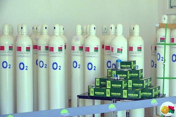 Bouteilles d'oxygène pour soigner les patients victimes de la covid à Mada 5 mai 2021