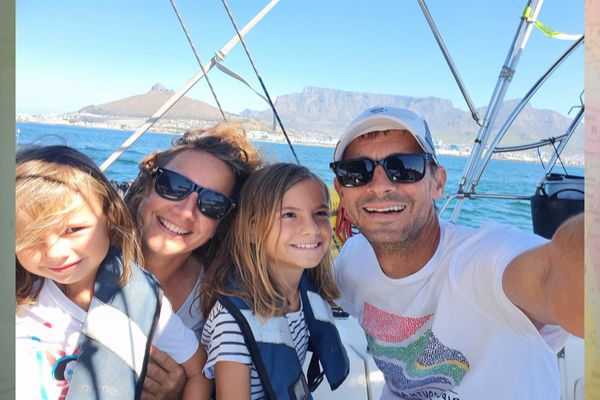 Tour du monde en voilier : une famille suisse en escale à Saint-Pierre et Miquelon