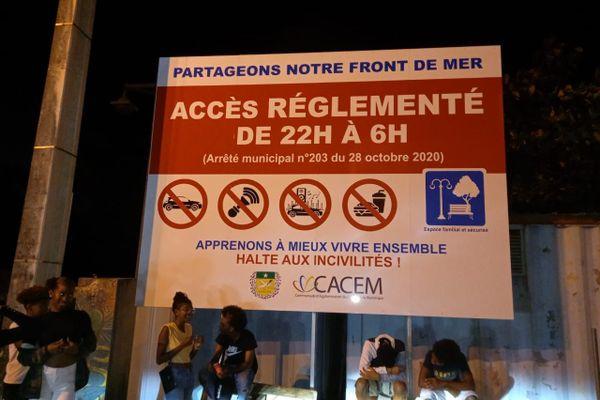 Un arrêté municipal a été pris en octobre 2020 interdisant l'accès à la plage à partir de 22 heures