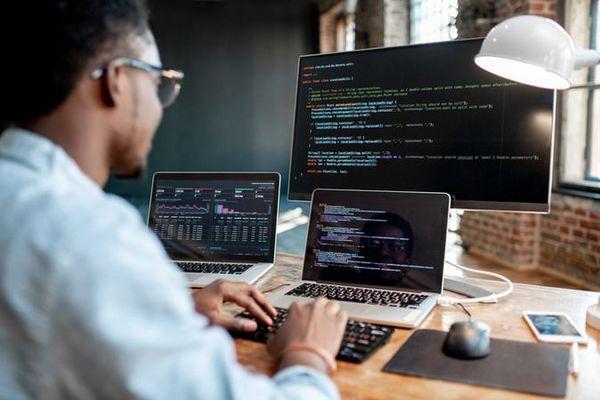 Viser l'avenir avec le métier de concepteur développeur pour le web
