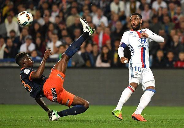 Ligue 1 - Lacazette confirme son départ de Lyon