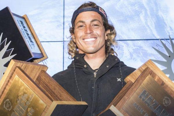 Kai Lenny, remporte le Nazaré tow in surfing challenge 2020
