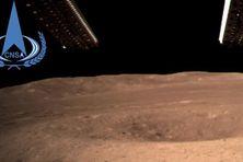 Un cratère aperçu par la sonde Chang'e-4 sur la surface de la Lune