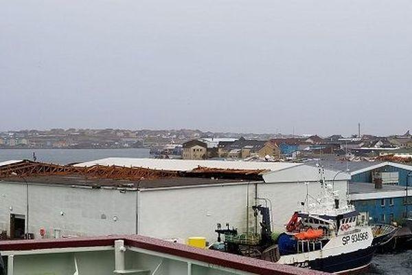 La toiture d'interpêche arrachée