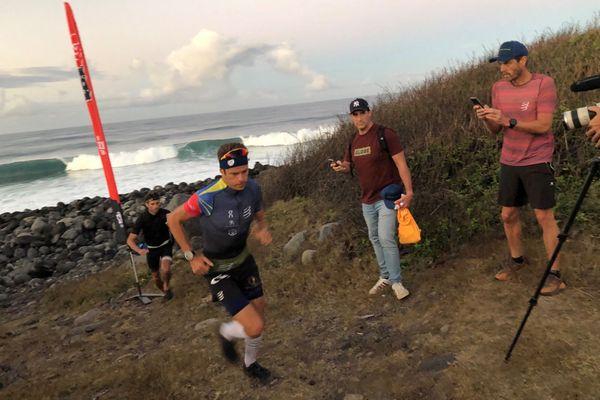 David Hauss tente de battre le record de l'ascension du Piton des Neiges depuis la mer