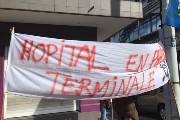 La mobilisation ce matin devant le Congrès de la Nouvelle-Calédonie