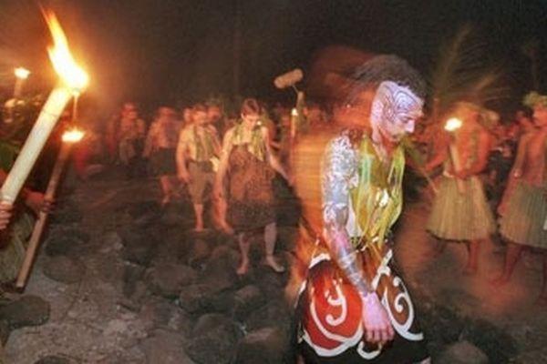 Cérémonie marae à Taputapuatea sur l'île de Raiatea, en avril 2000