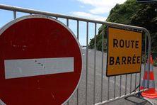 La route du littoral est fermée à la circulation.