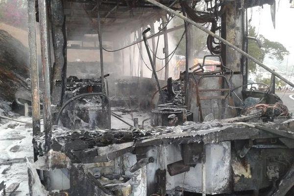 Incendie bus : intérieur bus carbonisé