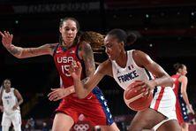 La Martiniquaise Sandrine Gruda lors du match de qualification France-Etats-Unis aux JO de Tokyo.