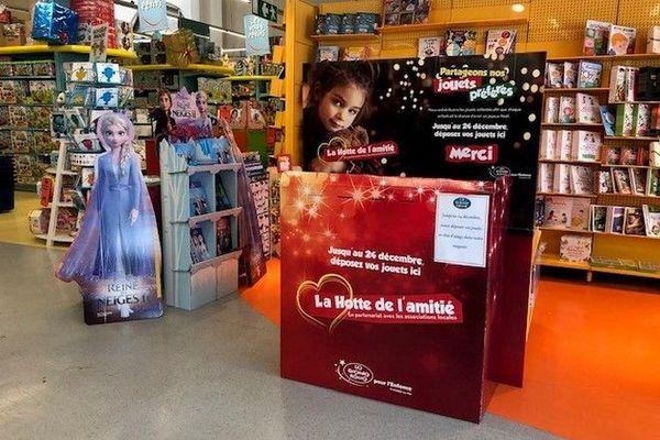 Noël collecte magasin de jouets 221119